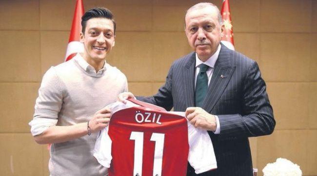 Mesut Özil'den Merkel'e: Bu kararı vermekte özgürüm