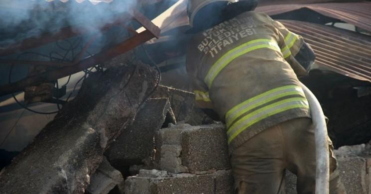 İzmir'deki Fabrika Yangından 5 Milyonluk Zarar