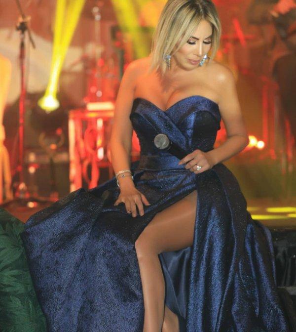 44'lük Linet'ten cesur elbise