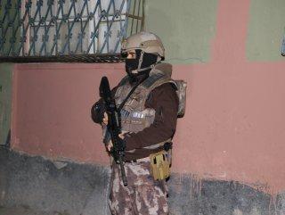 Adana merkezli 5 ilde uyuşturucu satıcılarına operayon