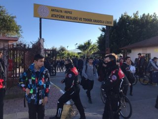 Antalya'da polis, okullar çevresinde kuş uçurtmuyor