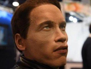 Arnold Schwarzenegger'in yüzüne sahip robot tanıtıldı Arnold Schwarzenegger'in yüzüne sahip robot VİDEO