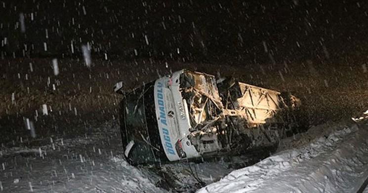 Erzincan'da Yolcu Otobüsü Devrildi: 12 yaralı