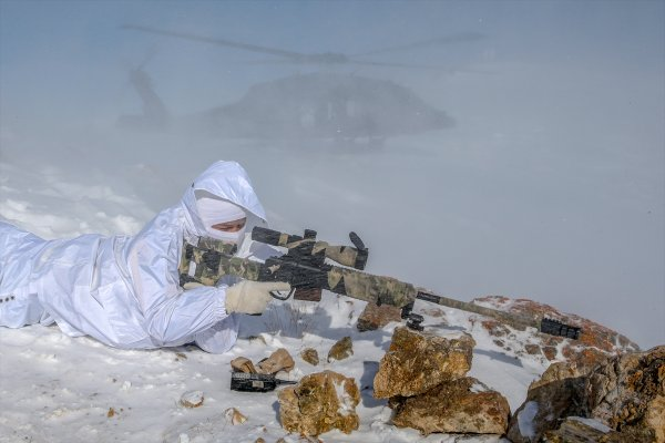 Mehmeçik karla kaplı dağlarda görev başında