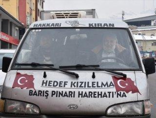 Mehmetçiğe elma götürmek için kilometrelerce yol katetti