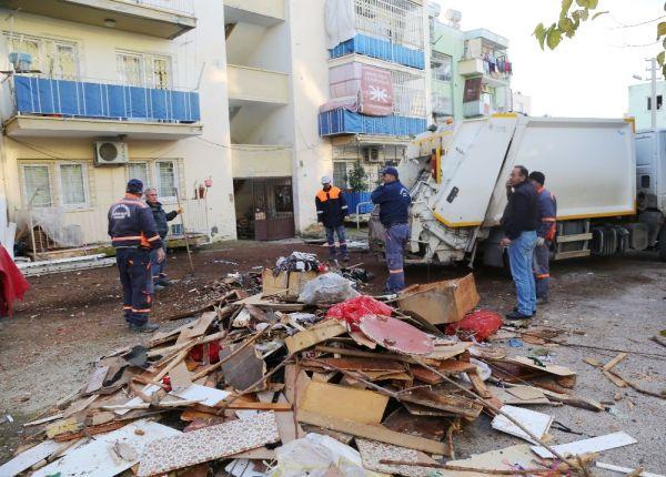 Mersin'de bir evden 10 ton çöp çıktı -1