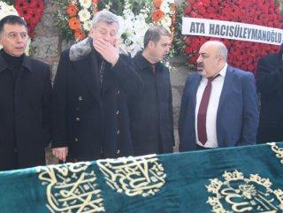 Metin Şentürk babasını son yolculuğuna uğurladı
