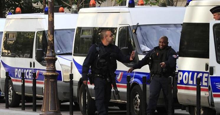 Paris'te Bıçaklı Saldırı! 1 Ölü, 2 Yaralı