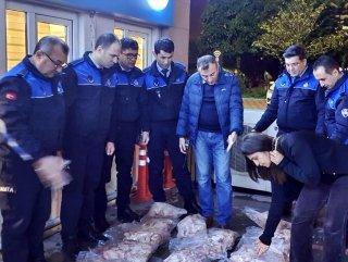 Polis ve zabıta ekipleri, 170 kilo bozuk et ele geçirdi