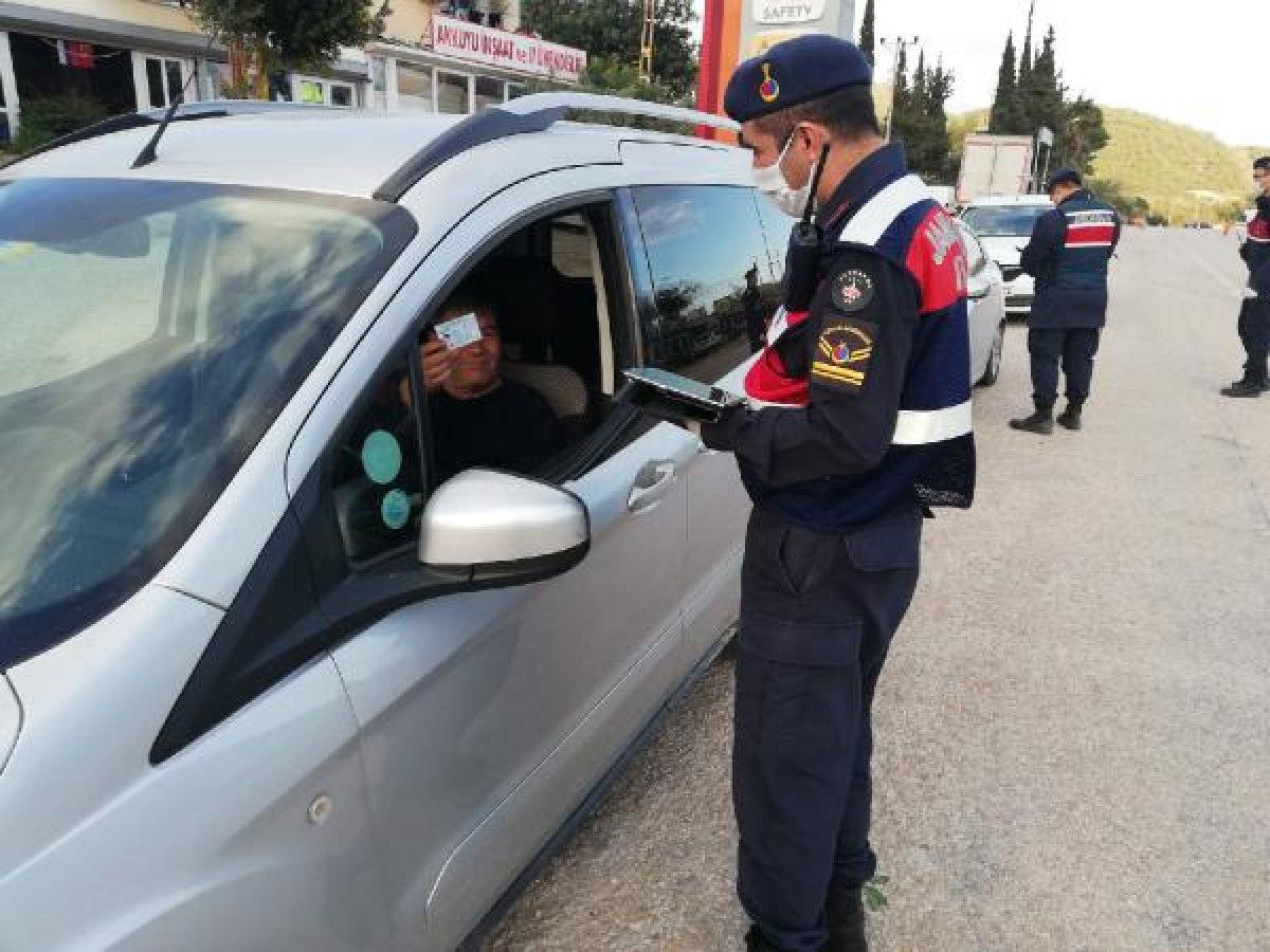 Mersin'de yasakları ihlal eden 130 kişiye işlem yapıldı
