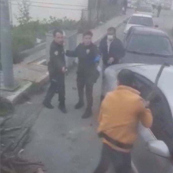 Arnavutköy'de bekçinin sopalı saldırganı vurduğu an