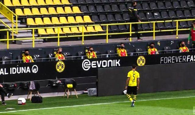 Dortmund - Schalke maçında yedek kulübesinde sosyal mesafe uygulandı