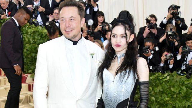 Elon Musk'ın sevgilisi Grimes, sanat galerisinde