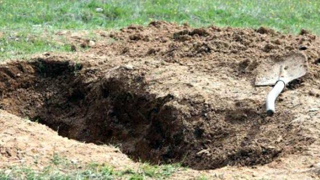 Kan donduran olay! Felçli annesini diri diri toprağa gömdü