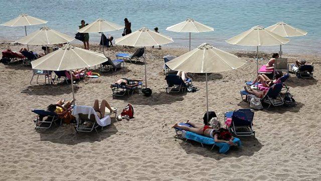 Yunanistan'da normalleşme kapsamında plajlar açıldı