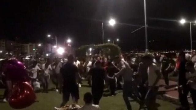 İzmir Kordon'da korona tedbirlerini hiçe sayıp halay çekenlere 25 bin lira ceza kesildi