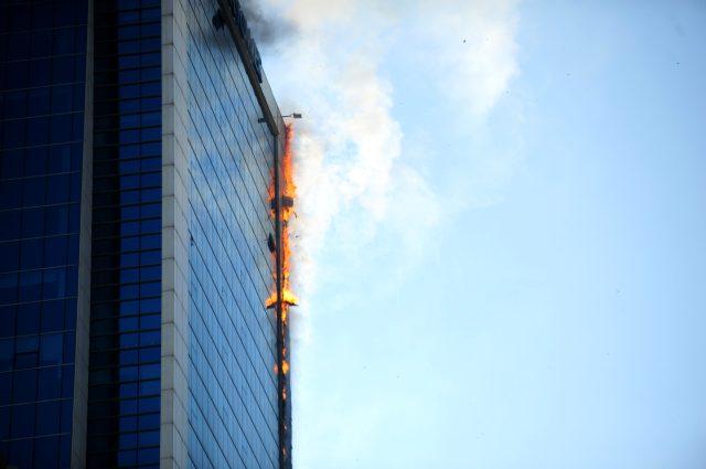 Ankara'daki plaza yangını kameralara böyle yansıdı