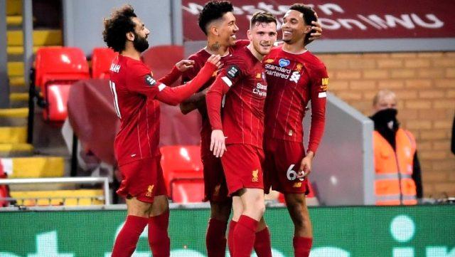 Chelsea'yi evinde 5-3 mağlup eden şampiyon Liverpool, kupasına kavuştu
