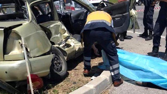 Kamyonet ile otomobilin çarpıştığı korkunç kazada anne ve kızı öldü, 5 kişi yaralandı
