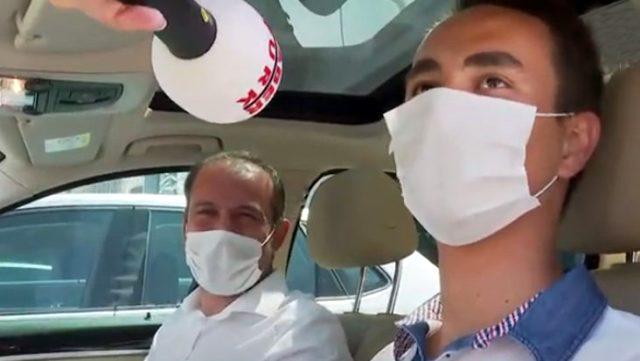 Öğretmeni lüks aracını YKS şampiyonu öğrencisine hediye etti