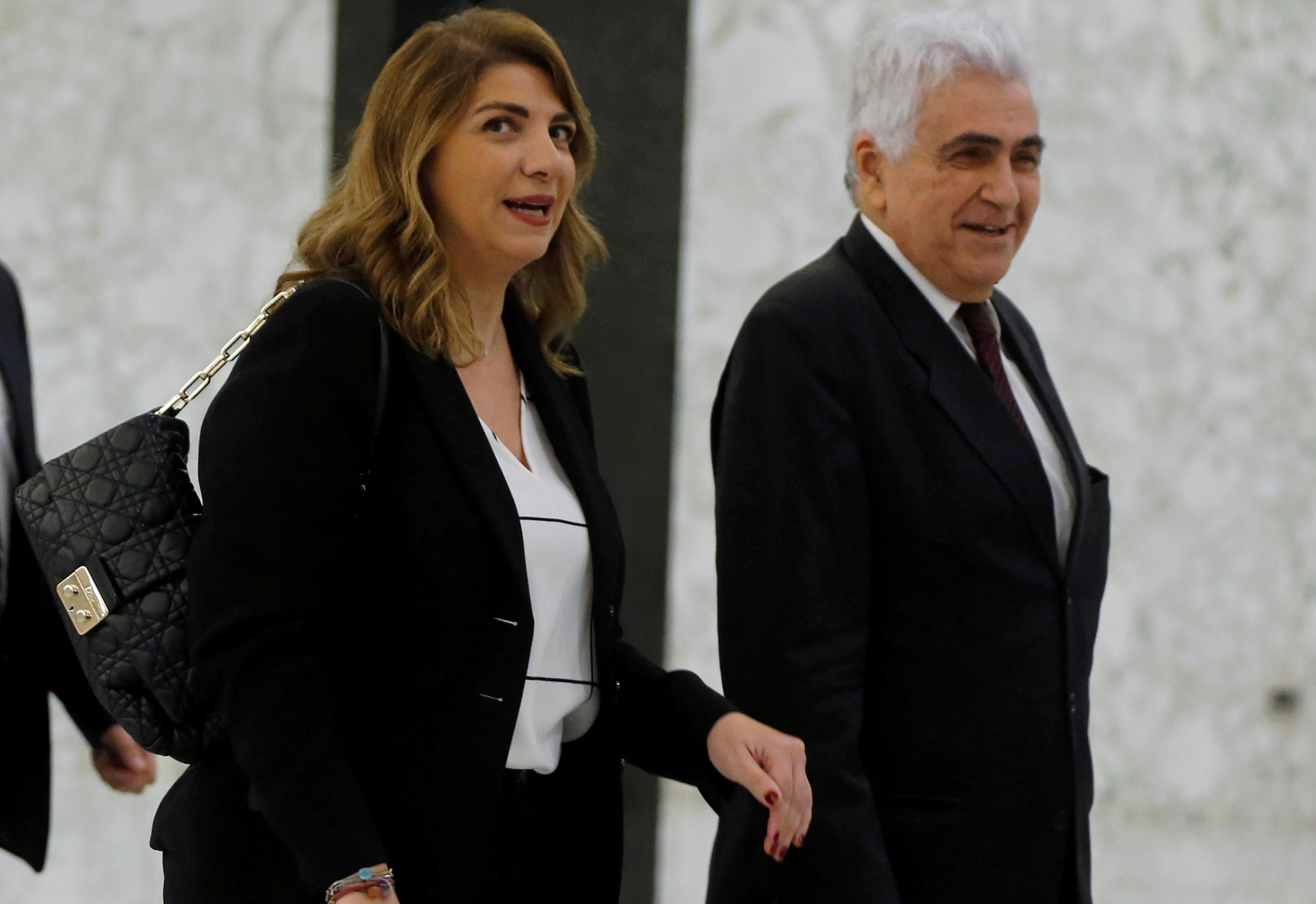 Lübnan da istifa eden bakan sayısı 4 e yükseldi #1