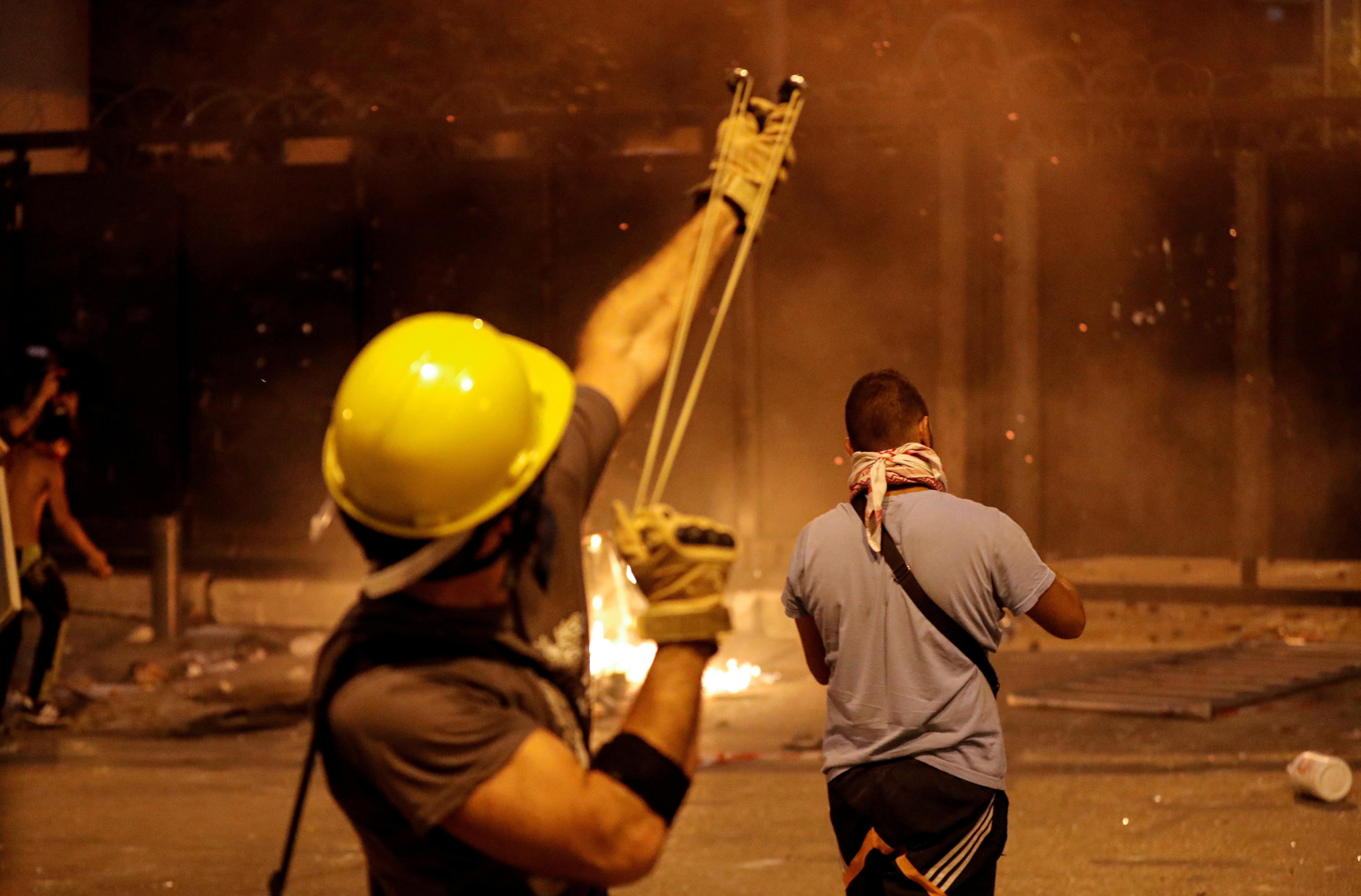 Lübnan da istifa eden bakan sayısı 4 e yükseldi #4