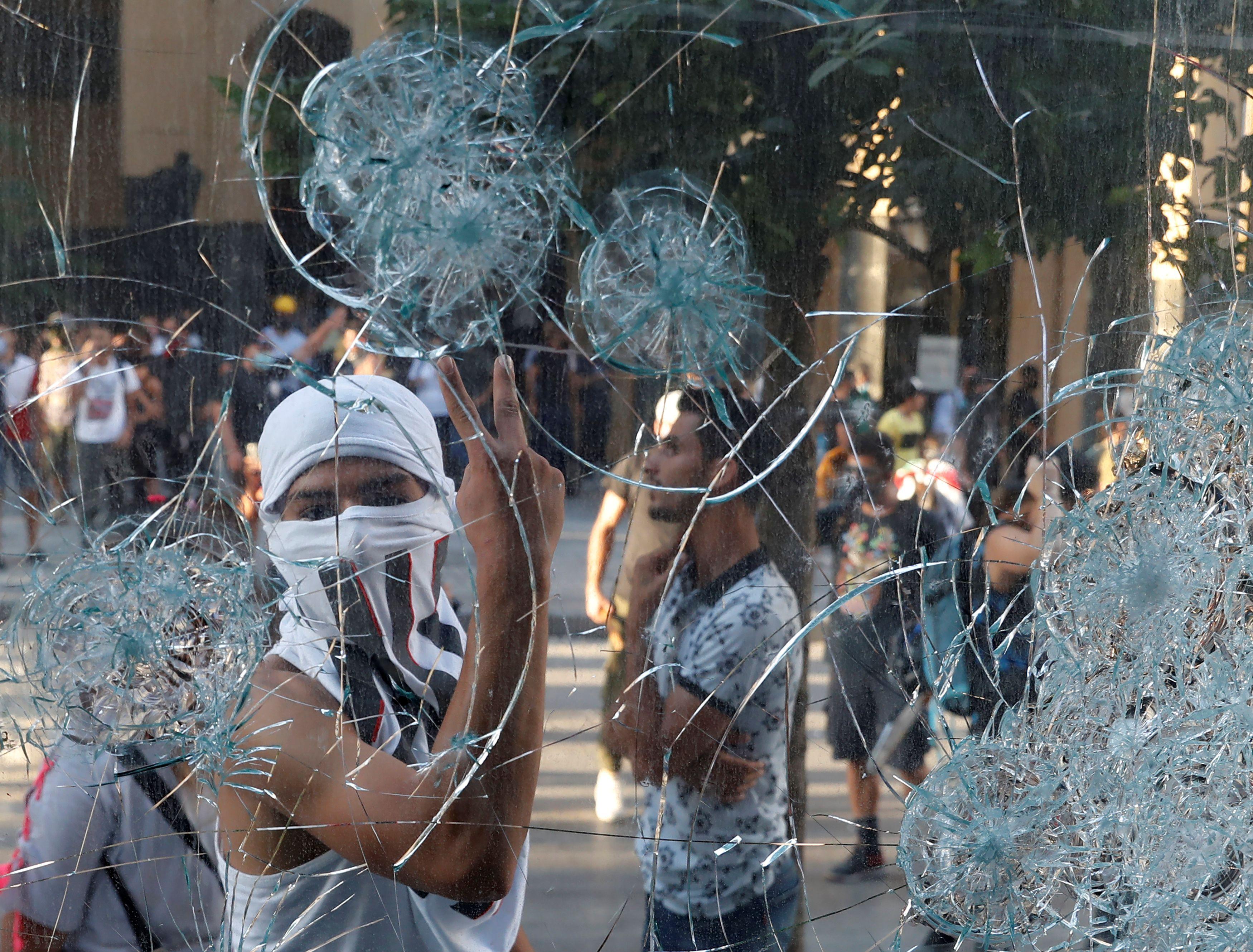 Lübnan da istifa eden bakan sayısı 4 e yükseldi #8