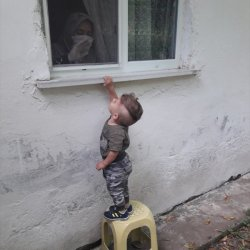 Ordu'da virüse yakalanan babaanne, torununu camdan izledi
