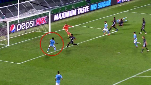 Sterling'in boş kaleye atamadığı pozisyon, Manchester City-Lyon maçına damga vurdu