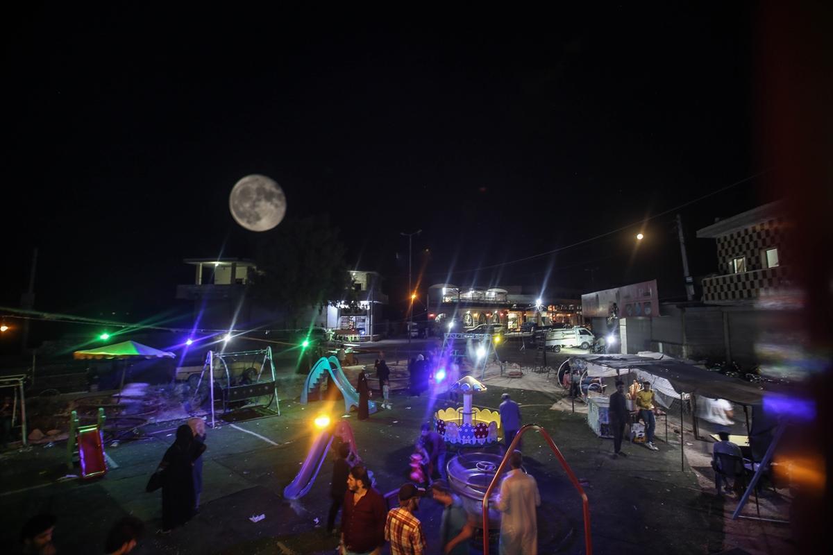 Suriye'de dolunaylı geceden fotoğraflar #9