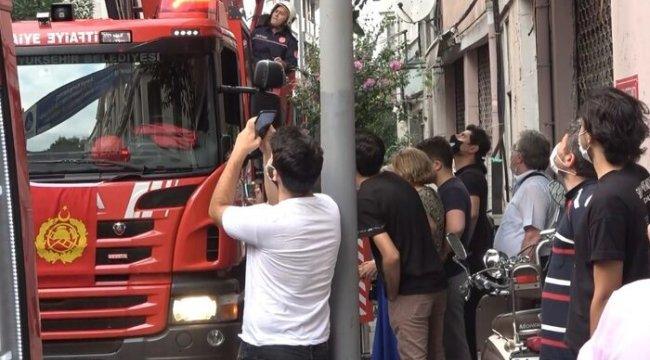 Şişli'de yangın paniği, herkes sokağa döküldü
