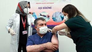 Sağlık Bakanı Fahrettin Koca koronavirüs aşısının 2. dozunu oldu