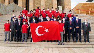 Anadolu Efes, EuroLeague kupasıyla Ata'nın huzuruna çıktı