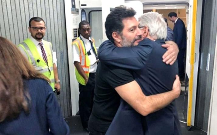 Hakan Atilla'yı taşıyan uçak havalimanına iniş yaptı!