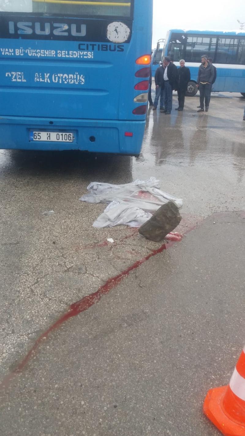 Van'da Özel Halk Otobüsü Dehşeti! 1 ölü 1 yaralı